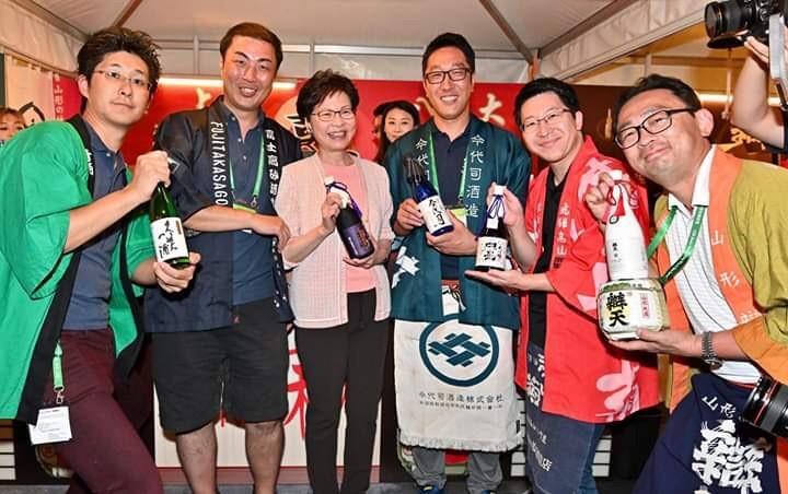 香港のPresidentと日本酒蔵元の記念撮影