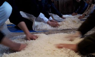 皆で米さらし