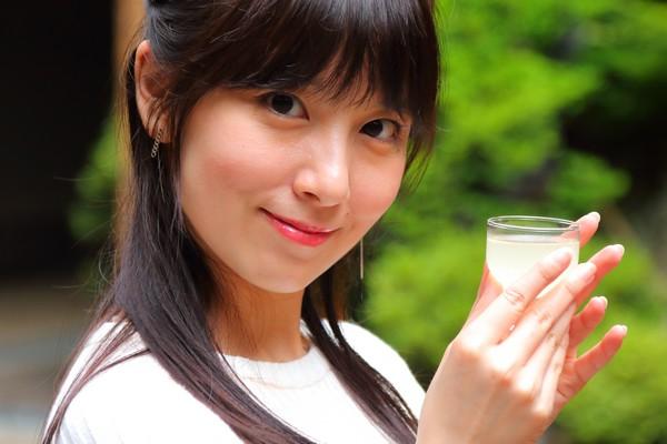 グラスで日本酒